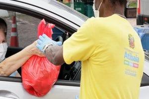 Terceiro Drive Thru Solidário arrecada mais de meia tonelada de alimentos