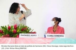 """""""Mexeu com a senhora, mexeu com a gente"""", diz ministra Damares à prefeita de Cachoeira (BA)"""