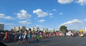 Deslocamento de 6 mil indígenas leva tensão ao STF