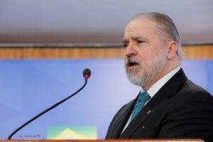 PGR determina que STJ investigue 'omissão' do governador do Amazonas e da Prefeitura de Manaus no combate à pandemia